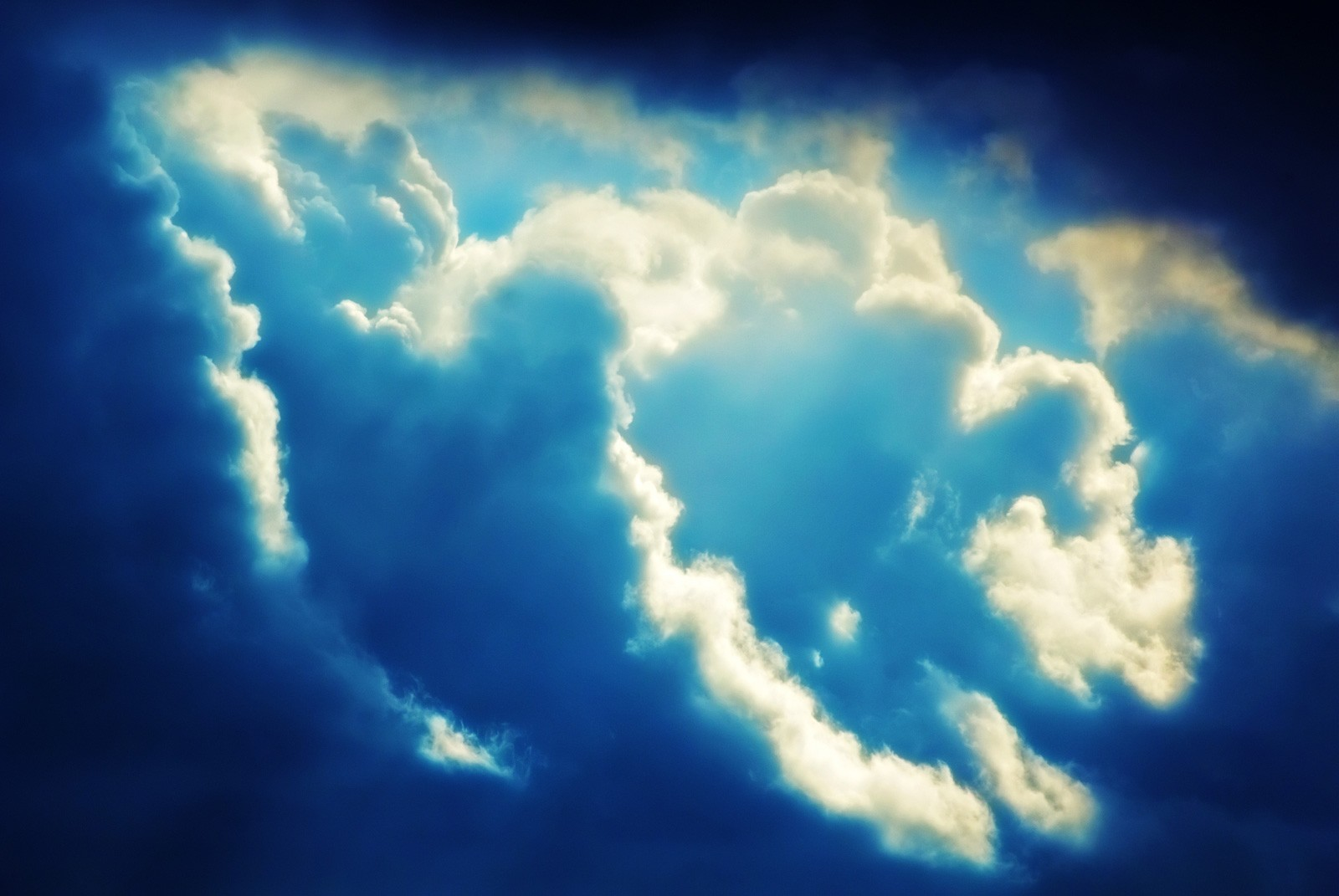Cloud Dispersion and Cloud Meaning