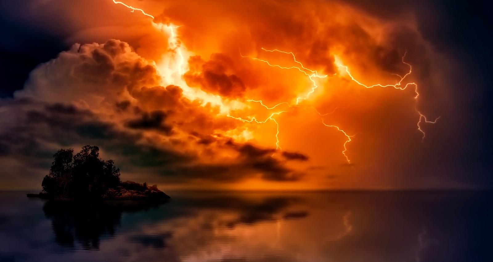 symbolic meaning of lightning