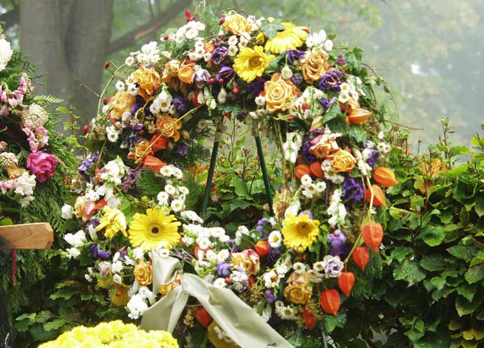memorial wreath meaning